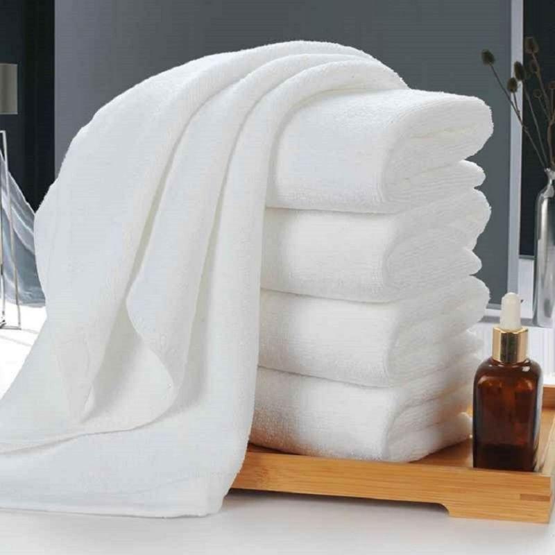 Khăn tắm là sản phẩm cần thiết tại phòng tắm khách sạn