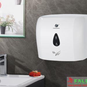 Máy sấy tay tự động trong phòng tắm khách sạn