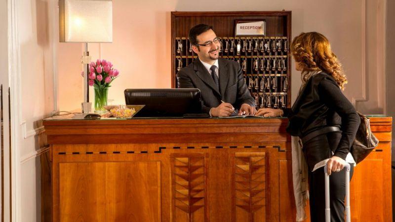 Tính thẩm mỹ tại quầy lễ tân cũng rất quan trọng và tạo ấn tượng cho khách hàng